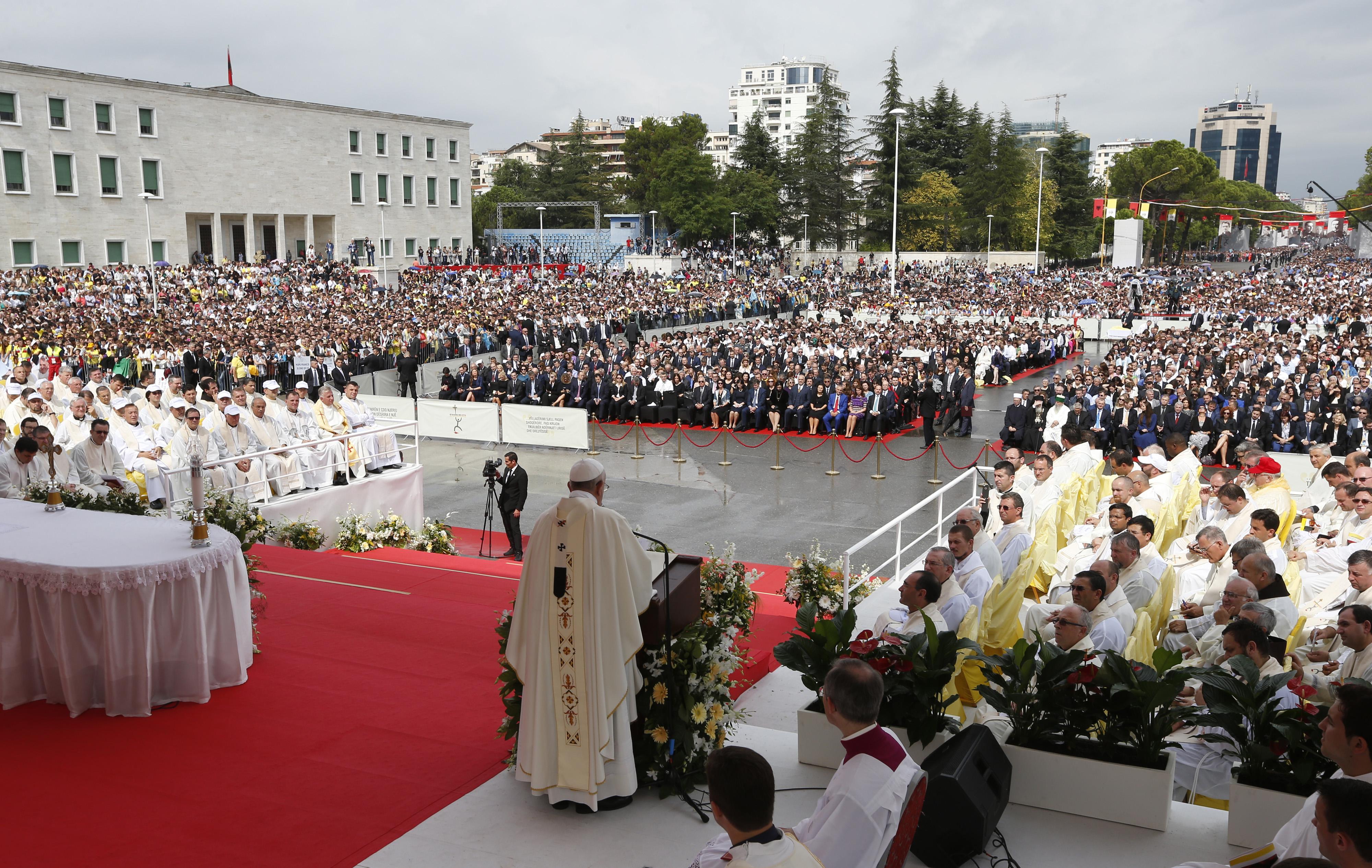 Papa Francesku ne Tirane
